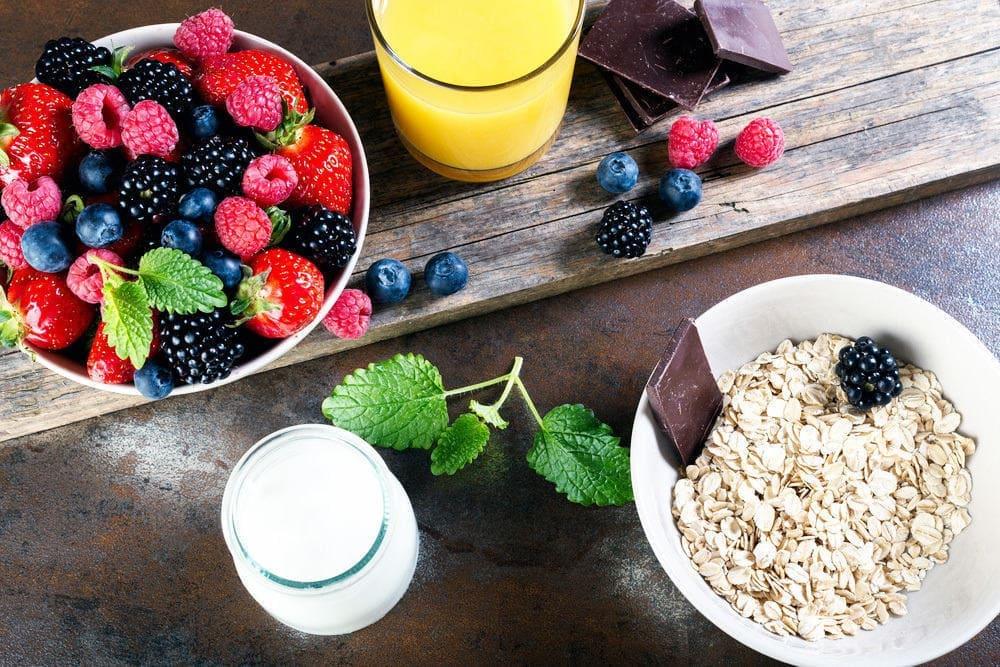 Cẩm nang: Chế độ ăn uống cho người mới điều trị ung thư đại tràng